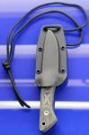 Entrek Lynx von Ray Ennis Neckknife 3-Finger Messer